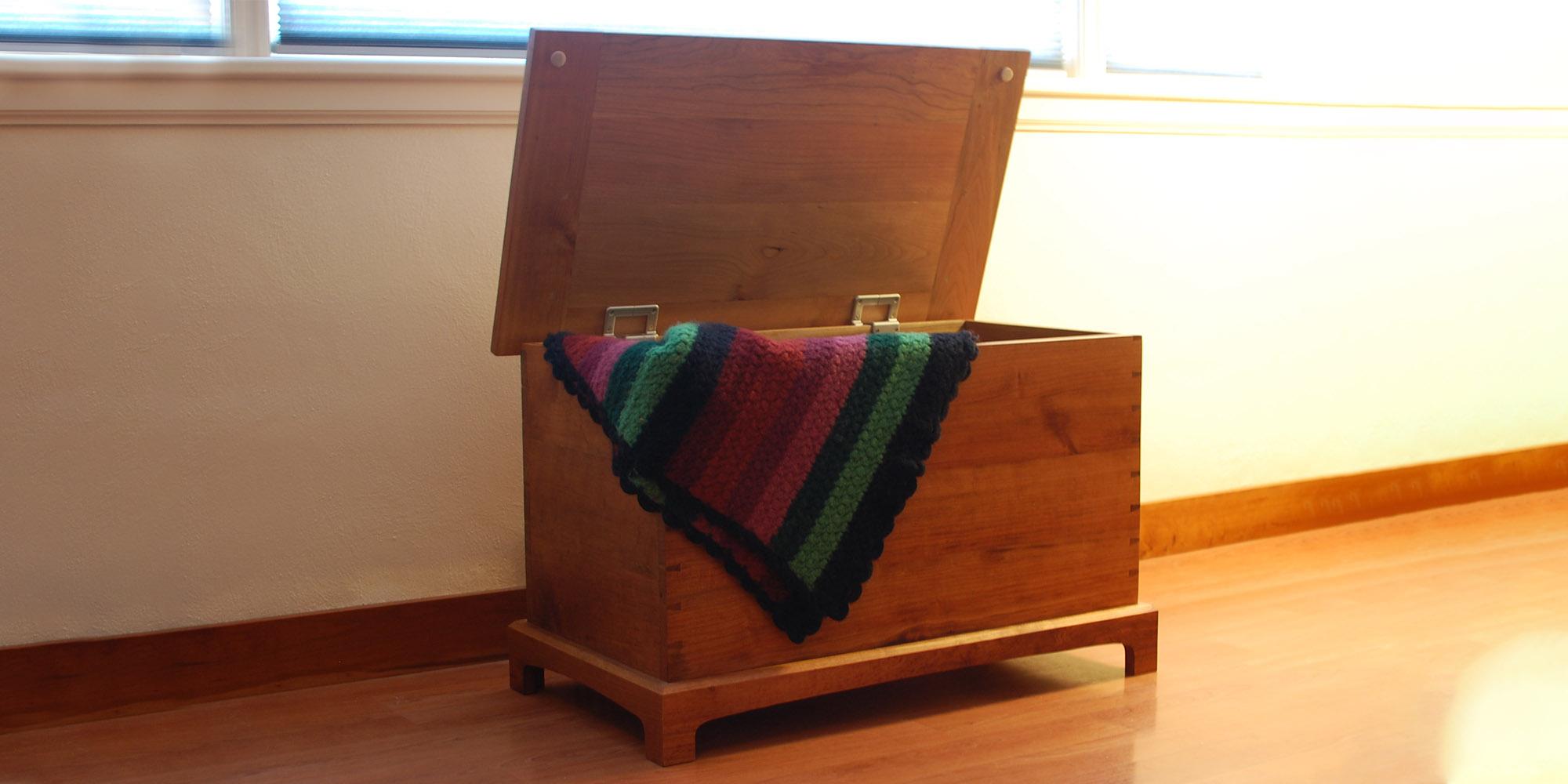 Shaker Blanket Chest