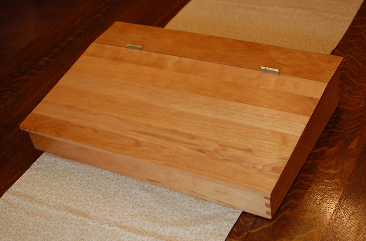 Handcrafted lapdesk for art